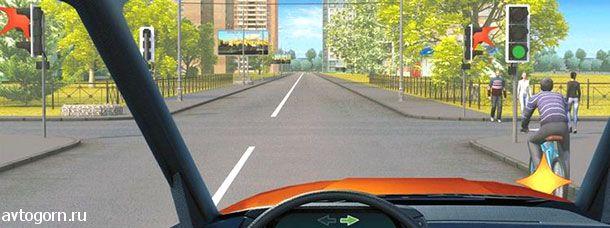 При повороте направо Вы должны уступить дорогу