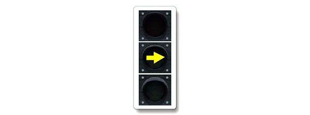 Как следует поступить водителю при переключении такого сигнала светофора