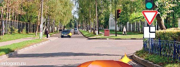 Обязаны ли Вы уступить дорогу легковому автомобилю при повороте направо