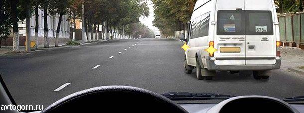 Обязаны ли Вы уступить дорогу маршрутному транспортному средству, отъезжающему от тротуара, где нет обозначенного места остановки