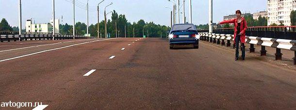Разрешено ли водителю движение задним ходом на путепроводе для посадки пассажира