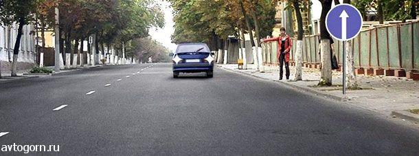 Разрешено ли водителю движение задним ходом для посадки пассажира на этом участке дороги