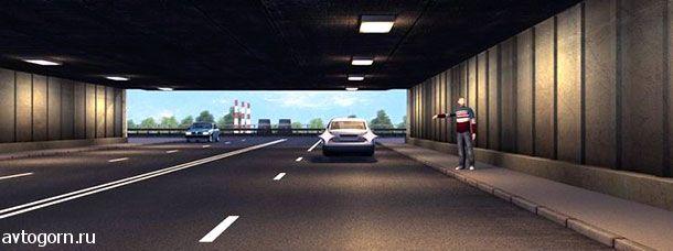 Разрешено ли водителю легкового автомобиля движение задним ходом для посадки пассажира в тоннеле