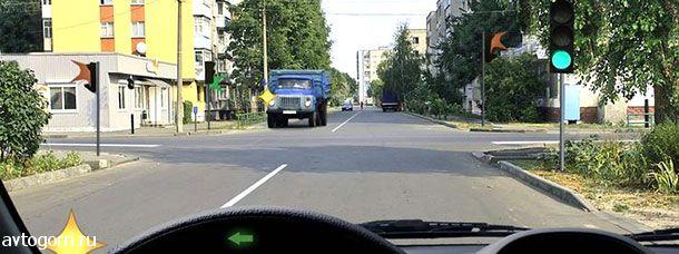 В каком случае Вы обязаны уступить дорогу грузовому автомобилю