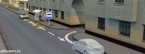 Водитель случайно проехал нужный въезд во двор. Разрешается ли ему в этой ситуации использовать задний ход, чтобы затем повернуть направо