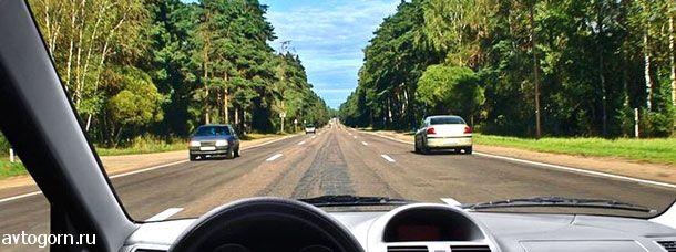 Можно ли Вам продолжить движение по средней полосе после опережения автомобиля, движущегося по правой полосе