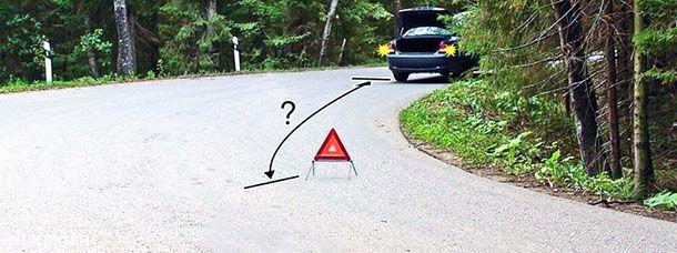 На каком расстоянии от транспортного средства должен быть выставлен знак аварийной остановки в данной ситуации