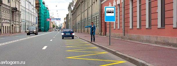 Разрешено ли водителю легкового автомобиля движение задним ходом для посадки пассажира