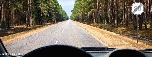 С какой максимальной скоростью Вы имеете право продолжить движение вне населенных пунктов на легковом автомобиле с прицепом