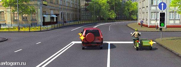 Кто из водителей, выполняющих поворот, нарушит Правила