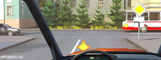 Кому Вы обязаны уступить дорогу при повороте налево